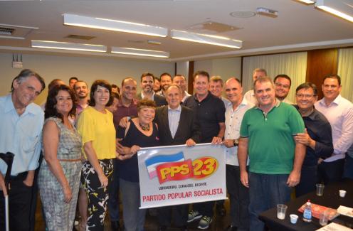 Cristovam Buarque se reúne com lideranças do PPS-ES em Vitória